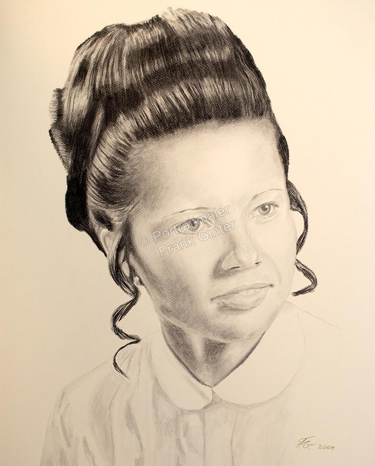 Kohlezeichnung einer Frau, Portraitzeichnung, Kohlezeichnungen Portrait, Portraitzeichner