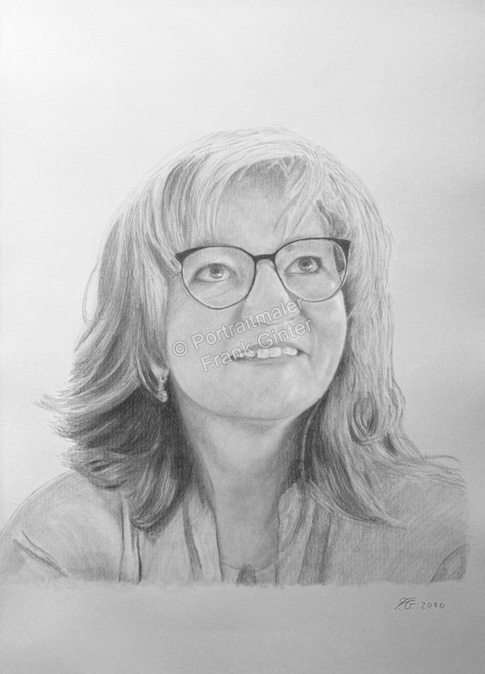 Eine lächelnde Frau als Bleistiftzeichnung